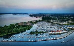 Huizen marina by drone
