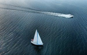 Sailing boat vs speedboat