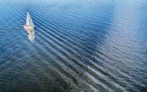 Sailing father on lake Gooimeer