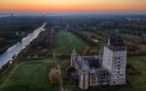 Sunset at Almere castle