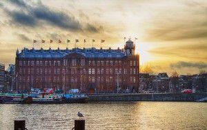 Het Scheepvaarthuis in Amsterdam