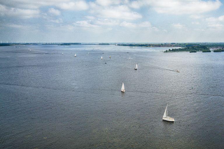 Sailing boats on Gooimeer